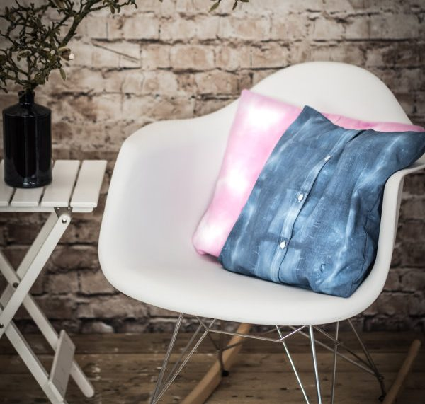 Upcycling: Aus einem Herrenhemd wird ein tolles Kissen