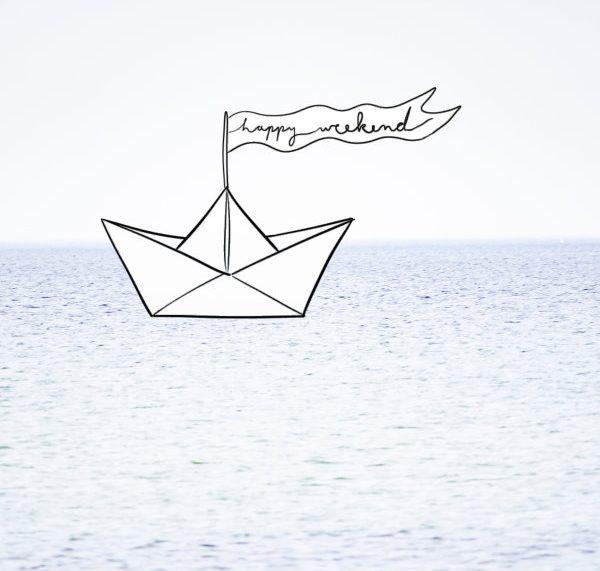 Happy Weekend: Papierboot auf der Ostsee!