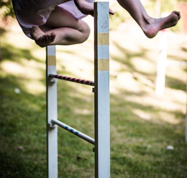 Hüpfendes Pony -ein Hindernis für Kinder selber machen