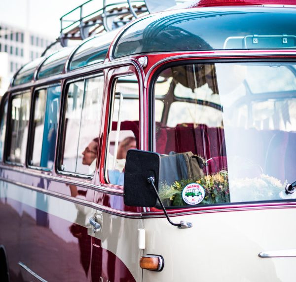 FUJIFILM Tag in einem coolen Oldtimer-Omnibus