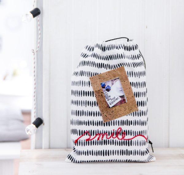 DIY Beutel – Aus einem Geschirrhandtuch eine kleine Tasche nähen mit eingebautem Bilderrahmen und Schriftzug by http://titatoni.blogspot.de/