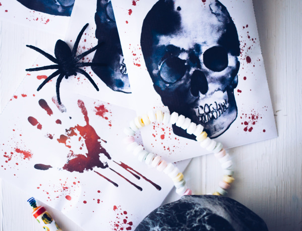 DIY Halloween-Tüten mit Totenkopf zum Ausdrucken - Gratis! titatoni.de