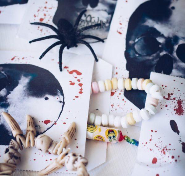 Selber machen: Halloween-Tüten gratis zum Ausdrucken - Süßes oder Saures! titatoni.de