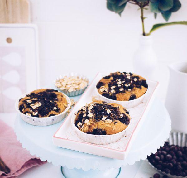 Rezept für gesunde, glutenfreie und vor allem leckere Muffins zum Frühstück oder Brunch mit leckeren Blaubeeren, ohne Zucker und Weizenmehl. titatoni.de