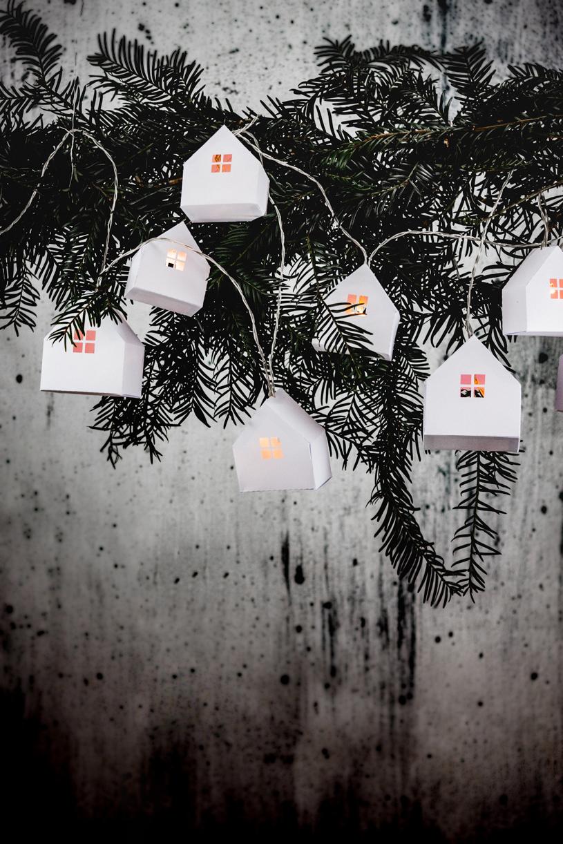 DIY Lichterkette mit Papierhaus - inklusive gratis Vorlage zum Herunterladen und Ausdrucken. titatoni.de