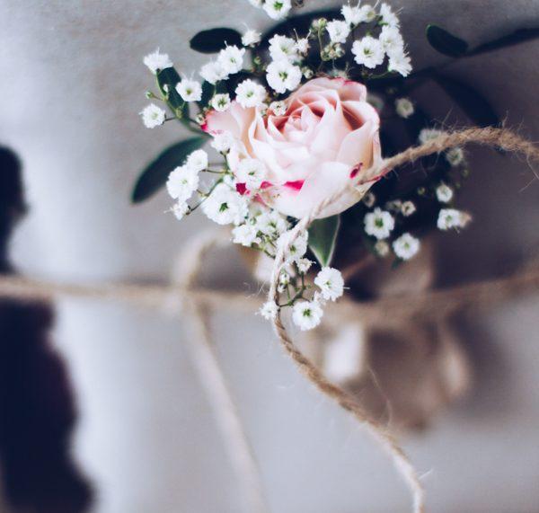Blumen als Geschenkverpackung. titatoni.de