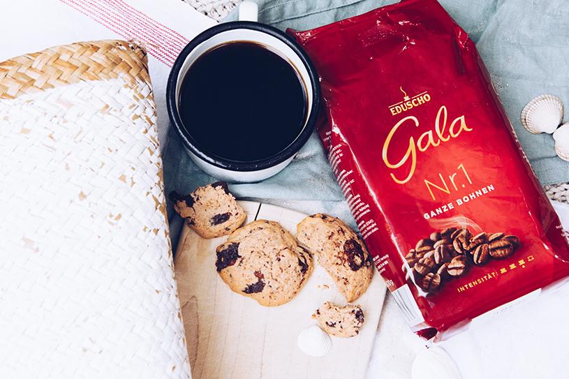 Gala von Eduscho am Strand, Tipps für die French Press und ein Rezept für Kaffee-Nuss Cookies mit Tonkabohne. titatoni.de