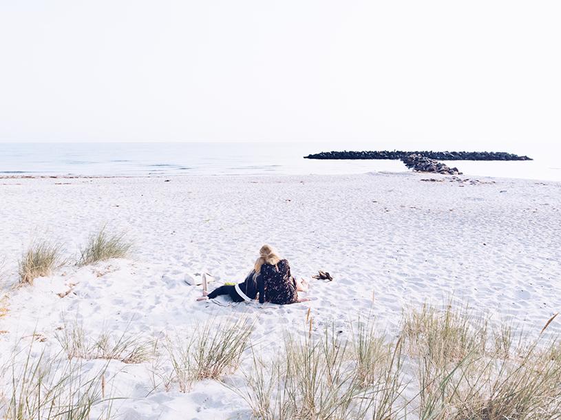 Tipps für einen einsamen Strand an der Ostsee und ein Rezept für Kaffee-Nuss Cookies mit Tonkabohne. titatoni.de