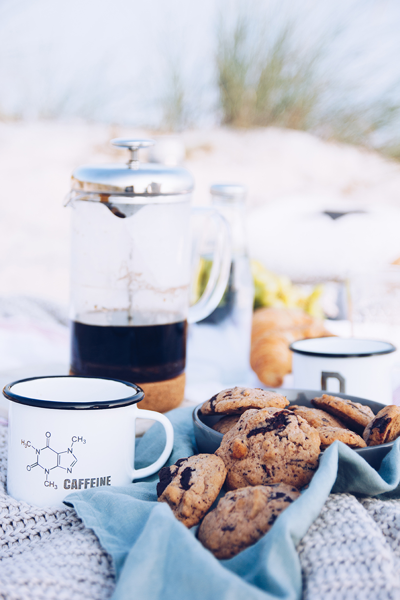 Picknick am Strand und ein Rezept für Kaffee-Nuss Cookies American Style. titatoni.de