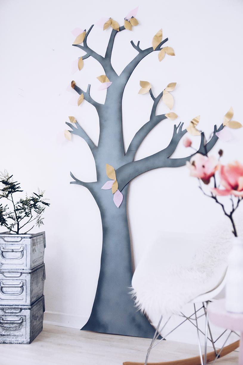 Wanddeko fürs Wohnzimmer selber machen. Ein DIY Deko-Baum als Upcycling Projekt. titatoni.de