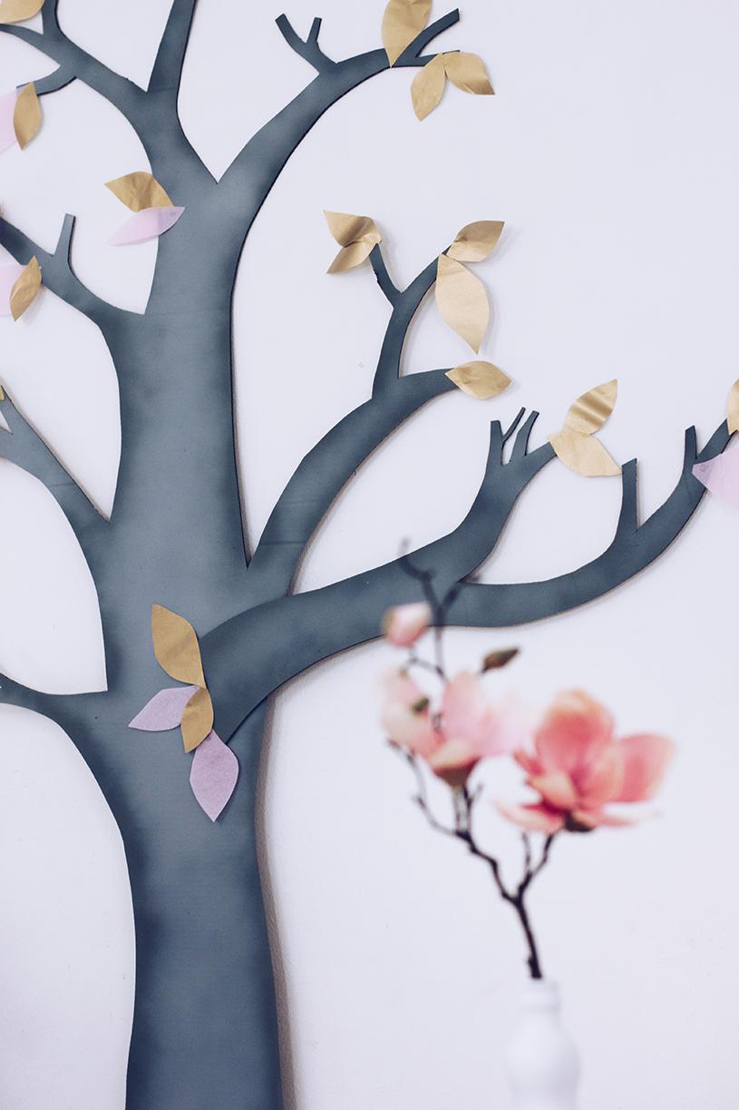 Wanddeko fürs Wohnzimmer basteln. Ein DIY Deko-Baum als Upcycling Projekt. titatoni.de