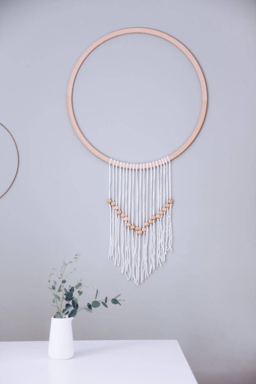 DIY Makramee Wanddeko mit Perlen basteln. Titatoni.de