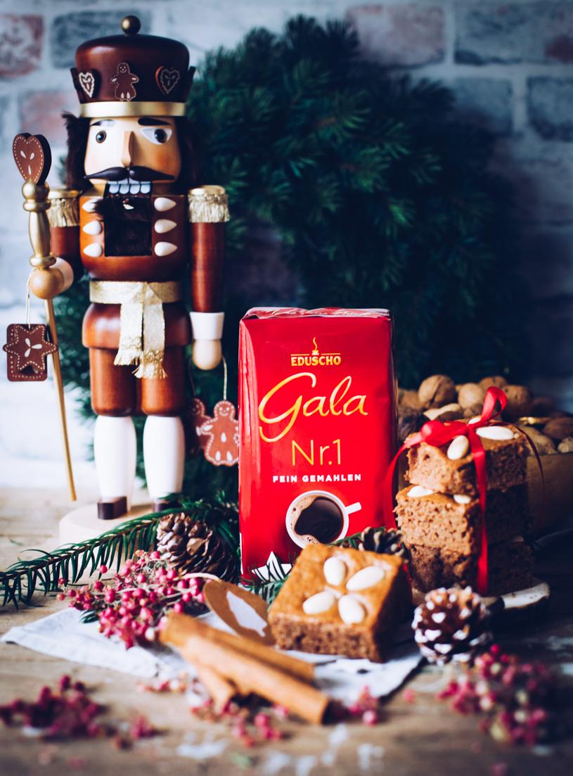 Weihnachtsbäckerei: Einfaches Rezept für saftige Honigkuchen mit Kaffee vom Blech. titatoni.de