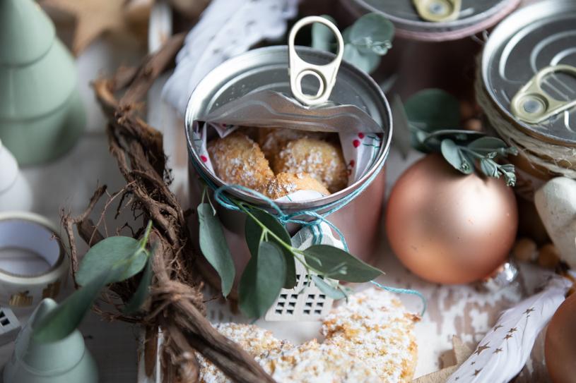 Geschenkverpackung für selbstgemachte Plätzchen: Keksdose mit Lasche zum Öffnen. DIY Geschenkverpackung. titatoni.de