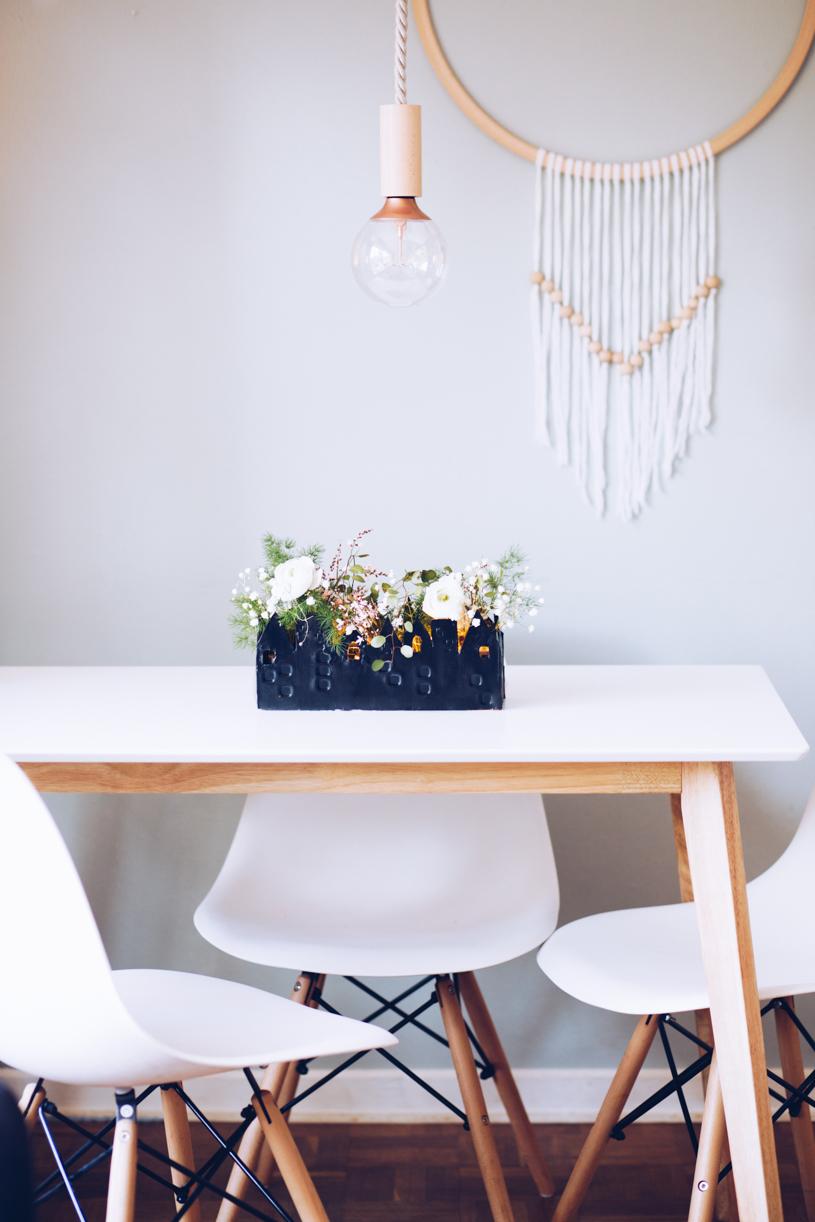 DIY Tischdeko mit lufttrocknender Modelliermasse. Haus für Blumen und Kerzen. #DIYCHallenge zum Mitmachen