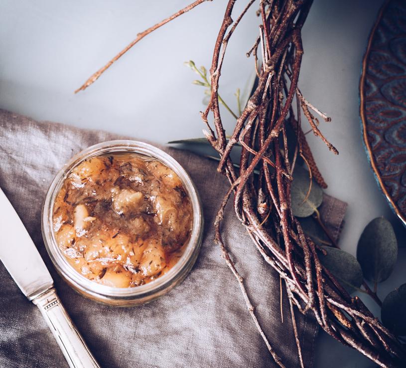 Geschenk aus der Küche: Rezept für ein hammer leckeres Birnen Chutney mit Thymian. Plus gratis Anhänger zum Ausdrucken. titatoni.de