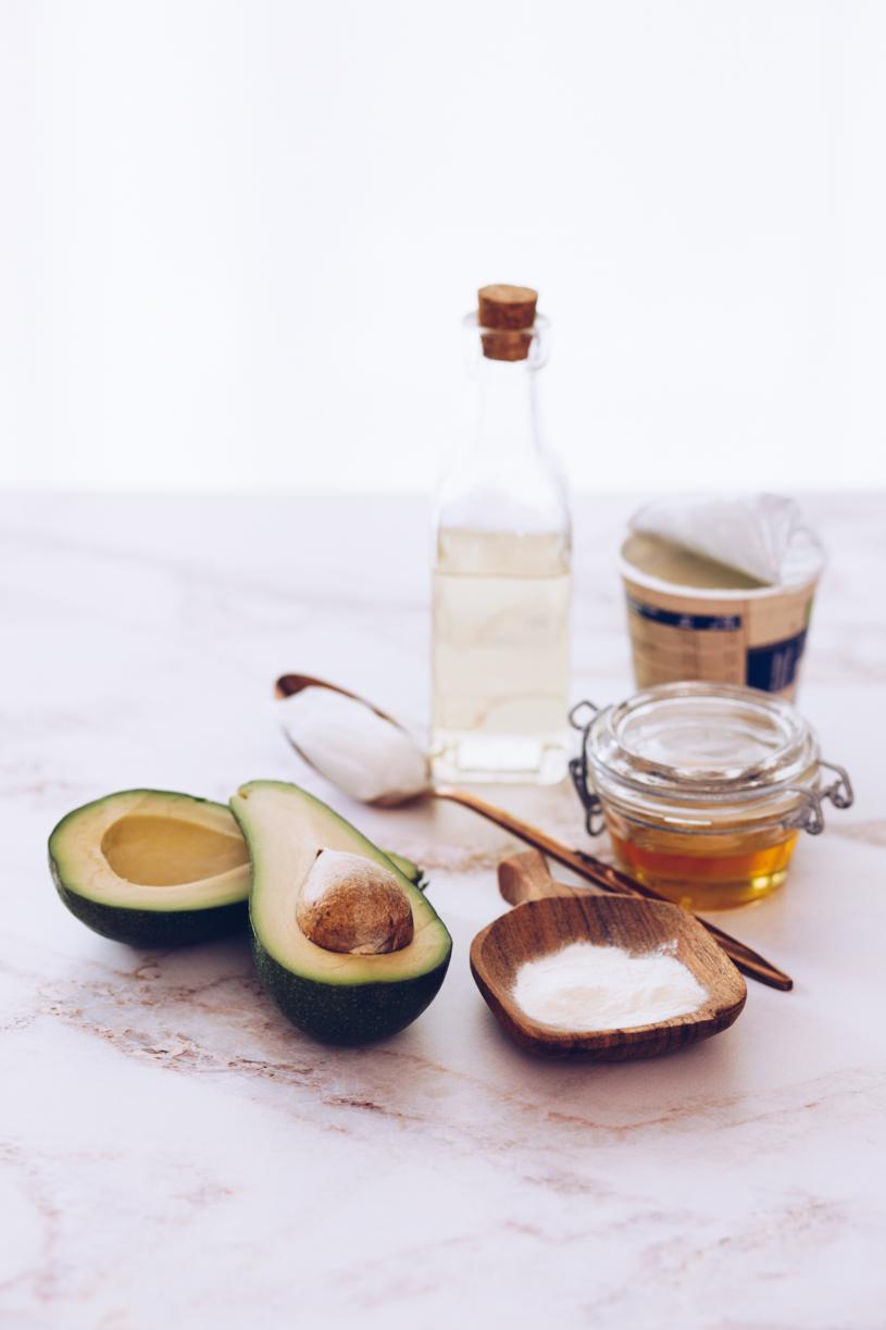 Haarpflege: DIY Haarmaske selber machen mit Avocado, Joghurt, Honig und Mandelöl