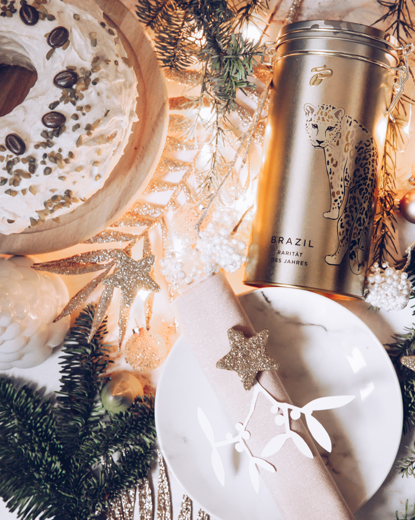 Eine Geschenkidee für Kaffee-Liebhaber und eine adventliche Kaffeetafel mit Kaffee-Gugelhupf. Weihnachten mit titatoni.de