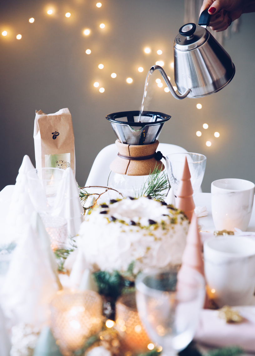 Weihnachtliche Kaffetafel: Rezept Kaffeegugelhupf, DIY Tischdeko und ein leckerer Filter-Kaffee. titatoni