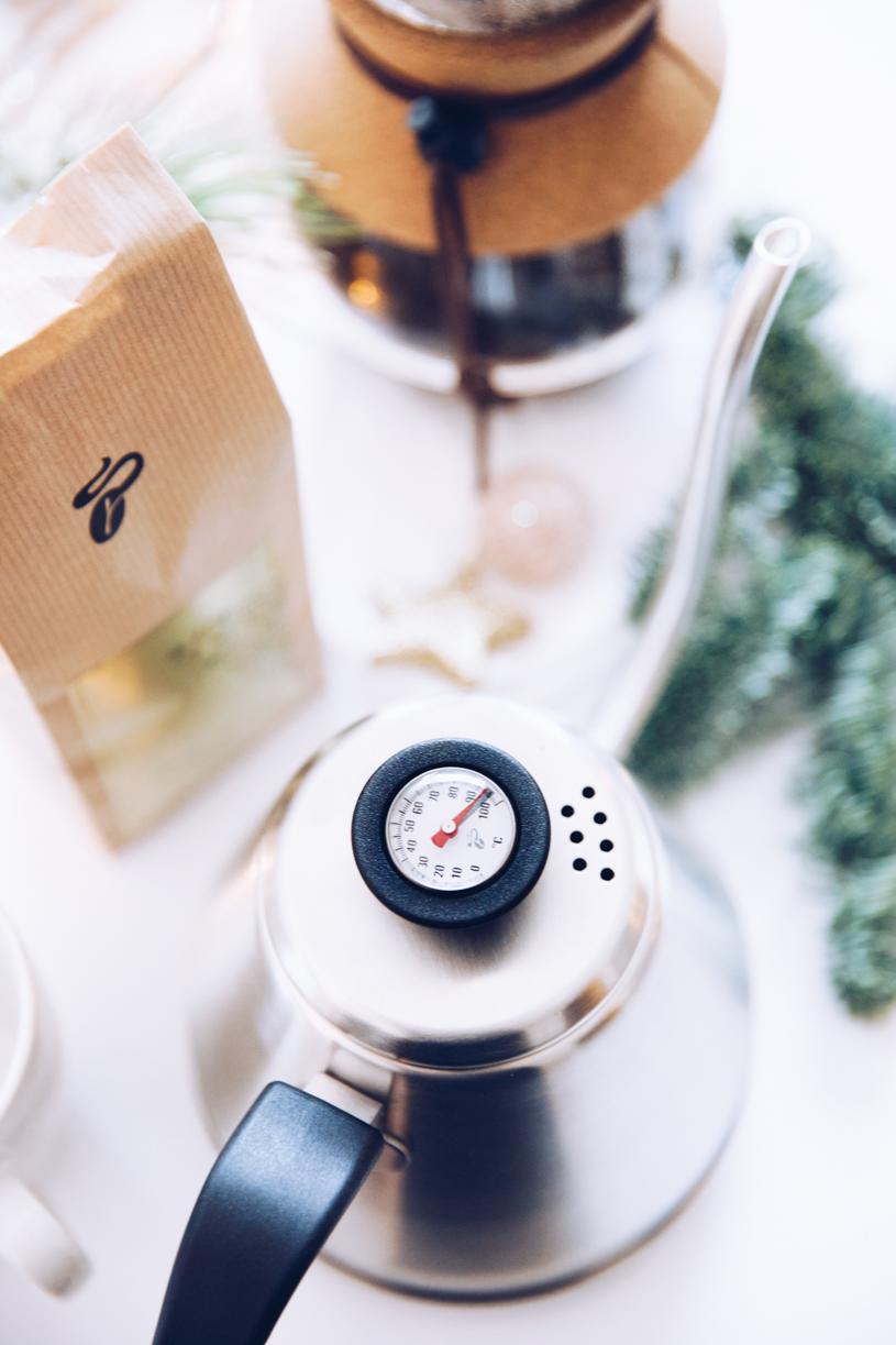 Kaffeetafel im Advent: Schwanenhalskanne für den perfekten Kaffee. titatoni.de