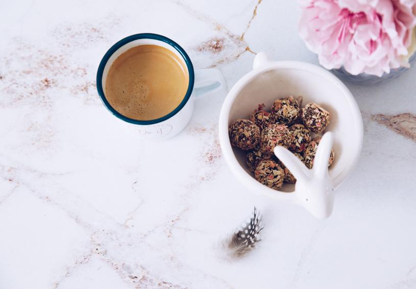 Selbstgemachte Pralinen und ein leckerer Kaffee - perfekte Kombi. titatoni