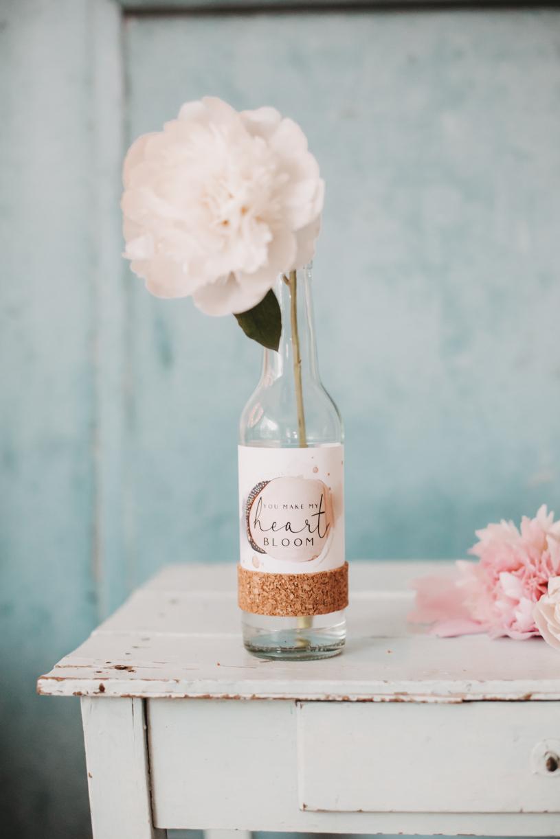 Blumenvase mit Spruch selber machen. DIY Geschenkidee zum Muttertag, Valentinstag oder Geburtstag. Basteln mit titatoni.de