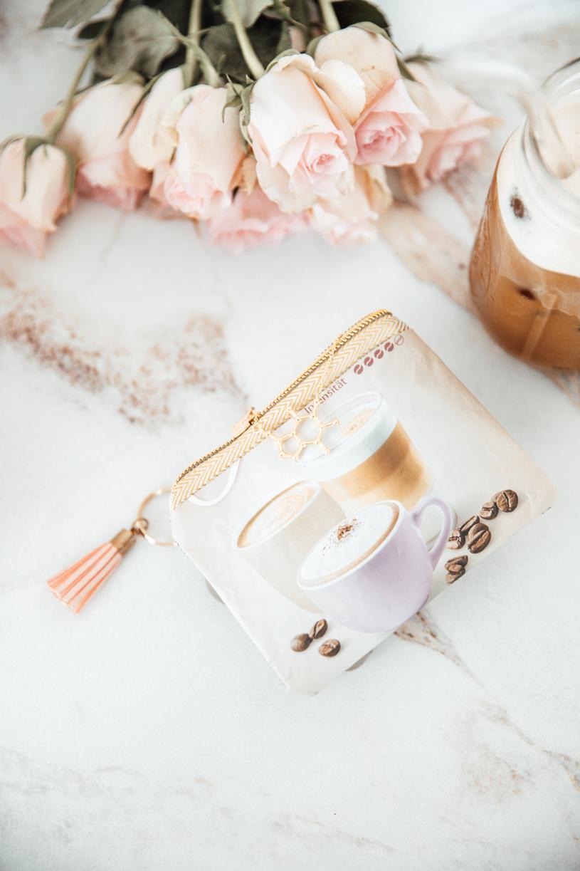 Upcycling Mini Geldbeutel aus einer Kaffee-Verpackung nähen. DIY Anleitung und Schnittmuster. titatoni.de