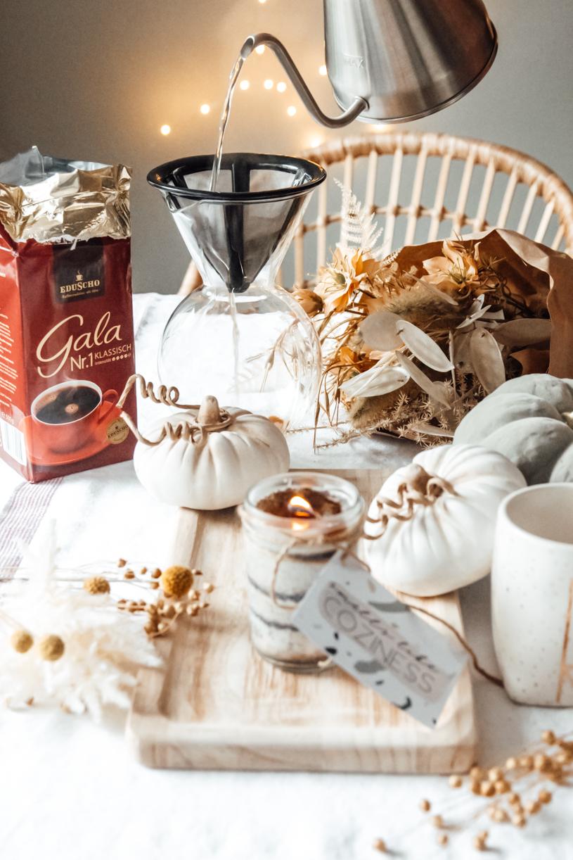 DIY Kaffee-Kerze aus Kaffeepulver. Duftkerze selber machen. titatoni.de