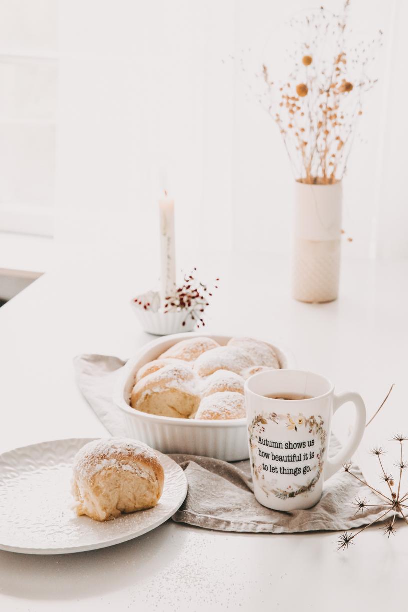 Herbstrezept: Buchteln mit Kürbismarmelade. Perfekt zum Frühstück, Brunch oder Kaffeeund Kuchen! Und 10 Tipps für einen schönen Herbst 2020. titatoni.de