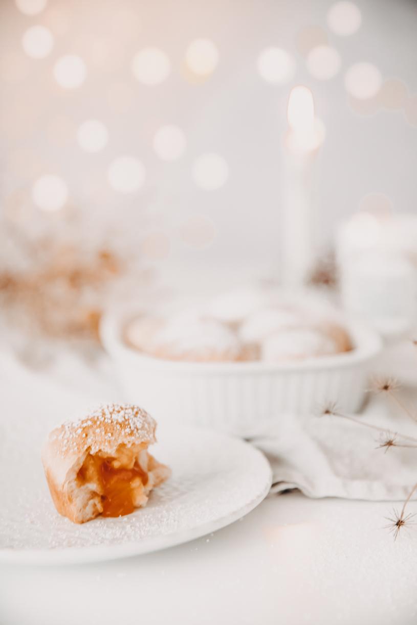 Herbst-Rezept für Buchteln mit Kürbismarmelade. Perfekt zum Frühstück, Brunch oder Kaffeeund Kuchen! Und 10 Tipps für einen schönen Herbst 2020. titatoni.de