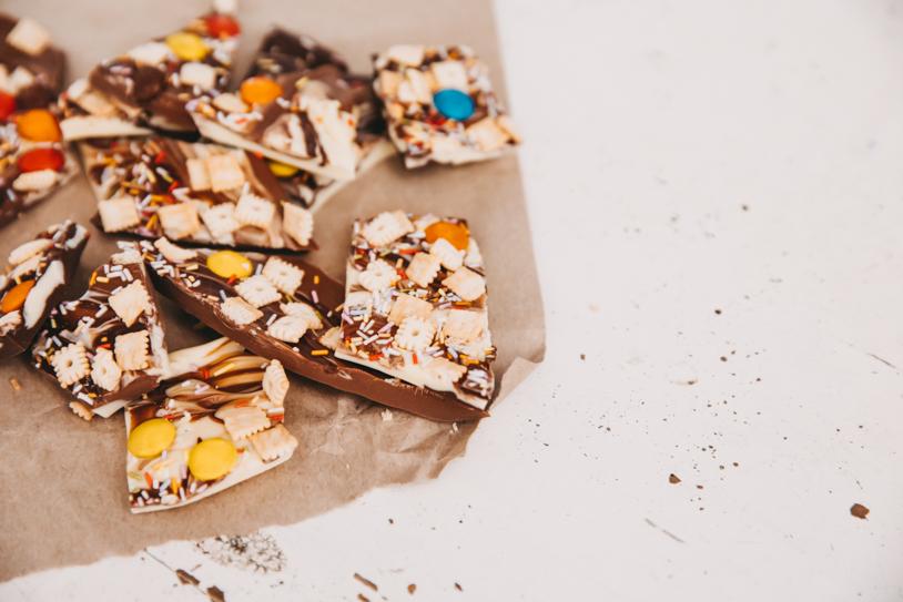 Anleitung / Rezept für leckere Bruchschokolade: Nervennahrung  im Corona Lockdown zum selber essen oder verschenken. titatoni