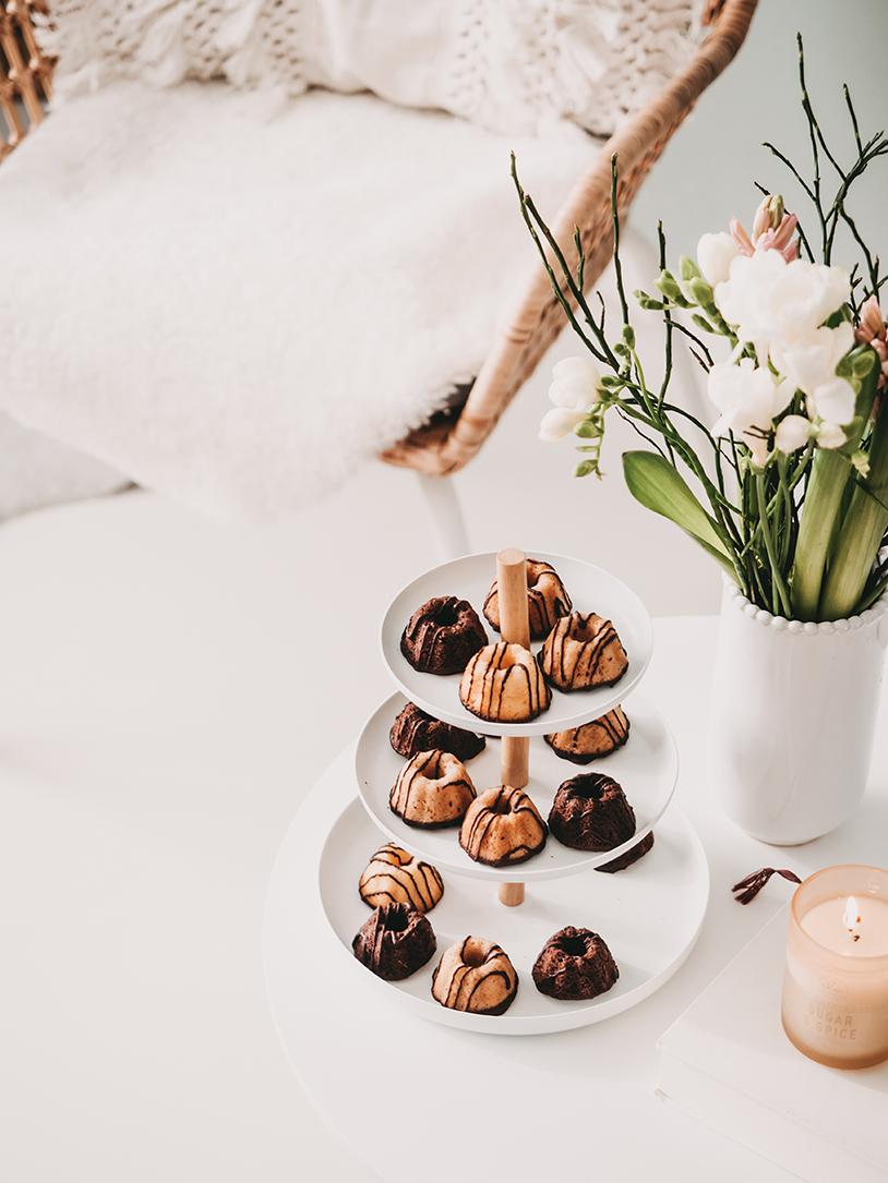 Mini-Gugelhupf die perfekte Leckerei nach dem Frühjahrsputz. Kaffeestunde und Me-Time mit kleinen Küchlein.