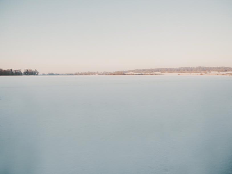 Zugefrorener See: Winter am Bothkamper See in Schleswig-Holstein. titatoni.de